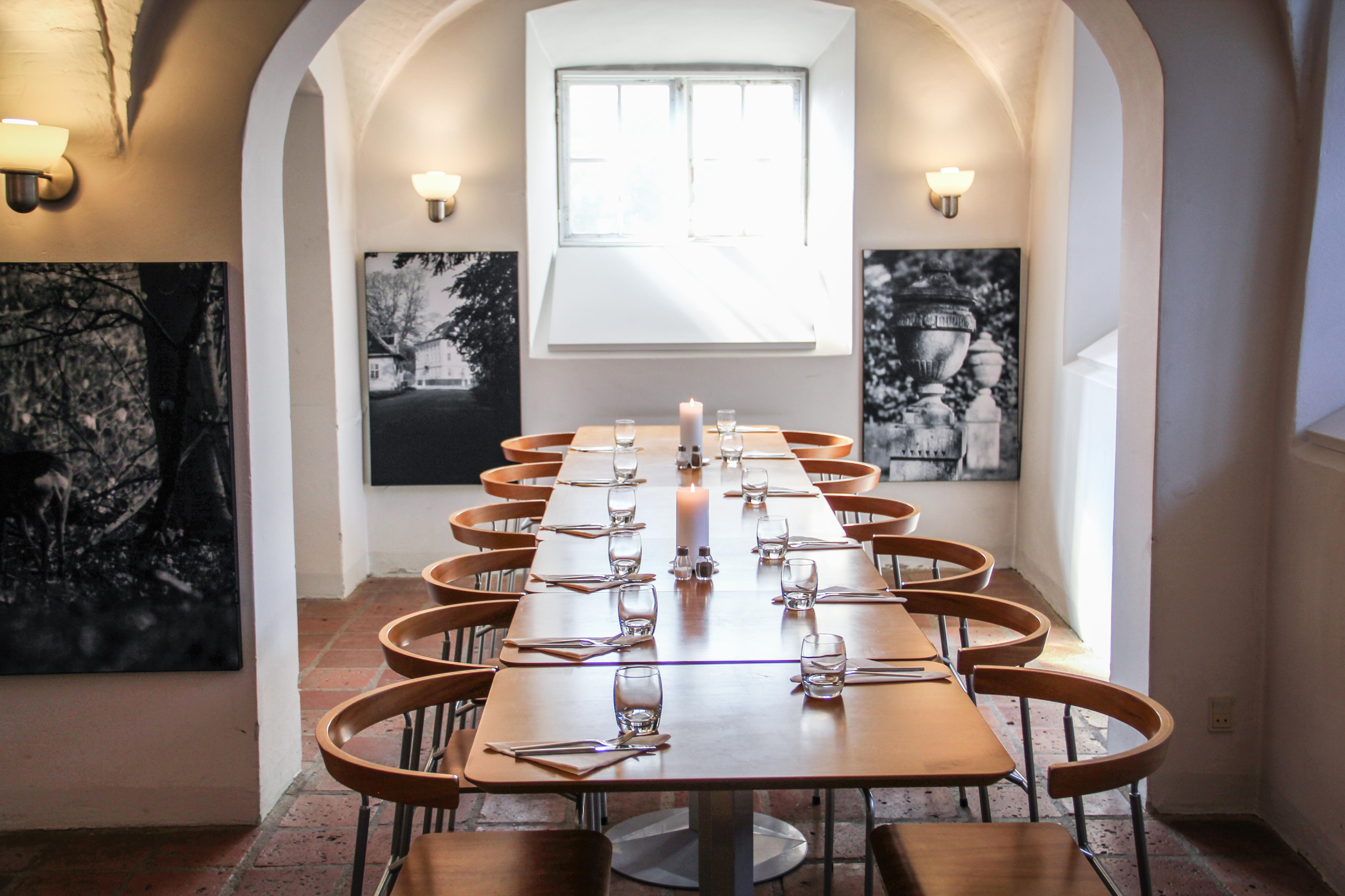 Spisekammeret kan rumme op til 50 mennesker - et stort mødelokale på Næsseslottet